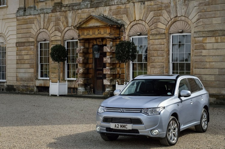 Mitsubishi Outlander PHEV: Fully Charged