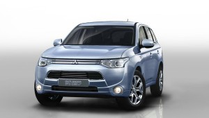 Outlander PHEV wins towcar award