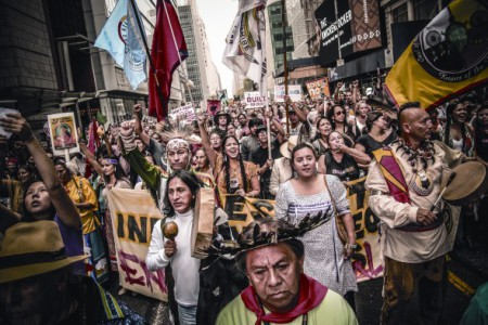 Leave the oil in the soil! Indigenous representatives from communities resisting oil extraction all over the world marched together at the front of the recent 400,000-strong New York climate march (Image: J. Pope/Bold Nebraska)
