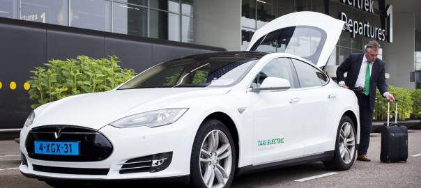 Tesla Model S taxi in Amsterdam (Image: Taxi Electric)