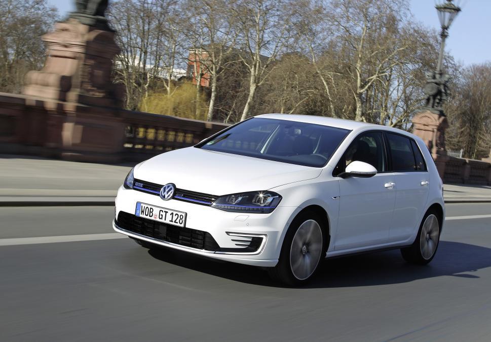 Volkswagen Golf GTE (Image: Evo)