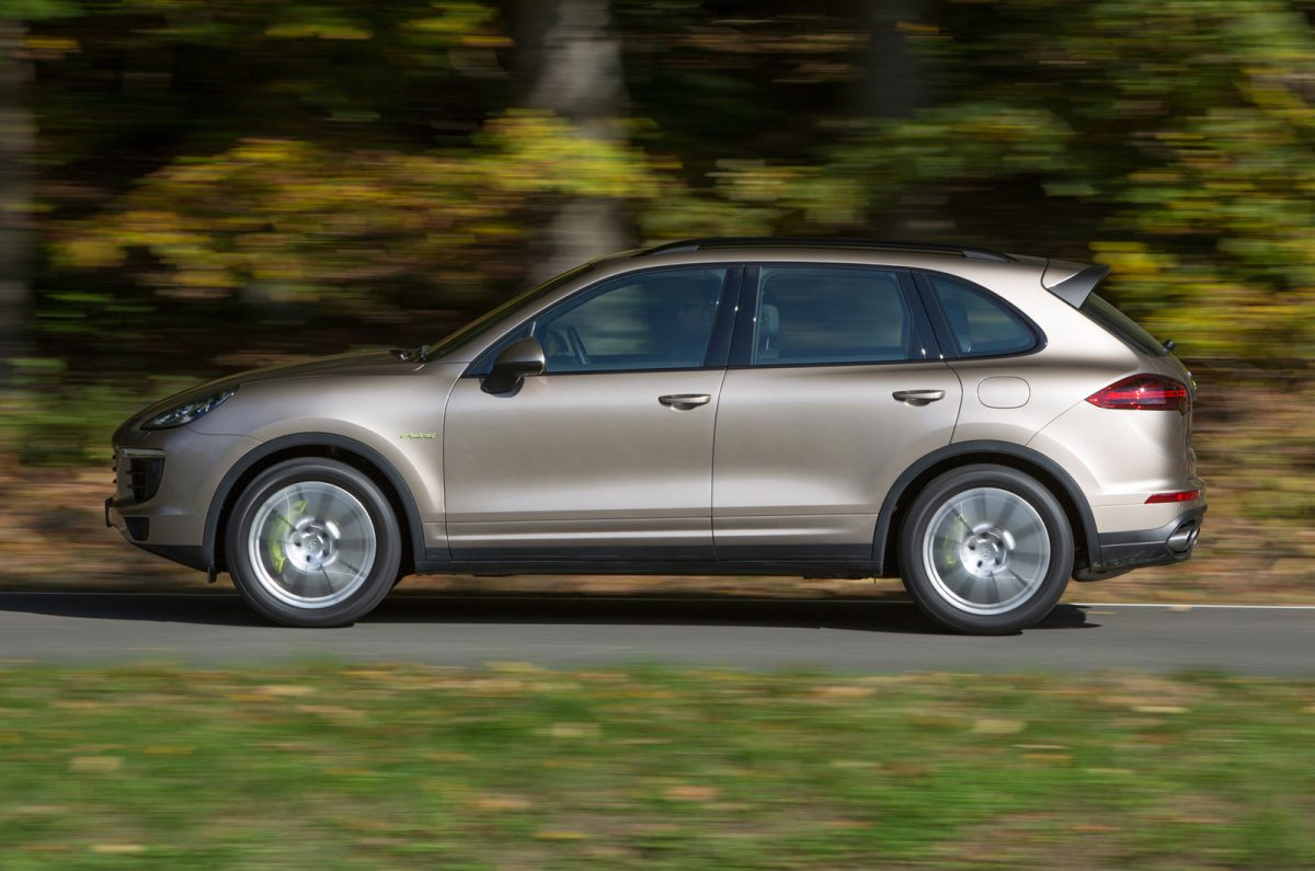 2014 porsche cayenne s e hybrid first drive review a new angle on energy. Black Bedroom Furniture Sets. Home Design Ideas