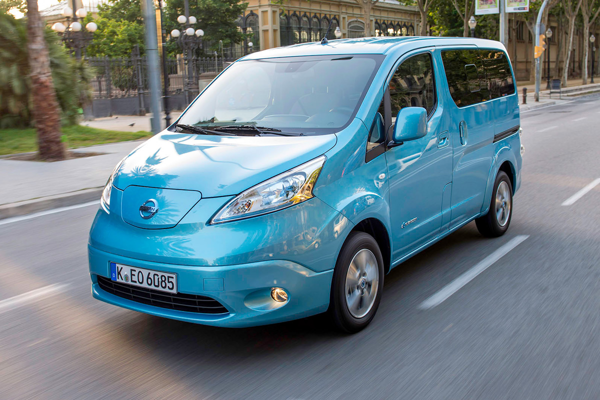 nissan e nv200 combi first drive review fuel included battery storage and electric cars. Black Bedroom Furniture Sets. Home Design Ideas