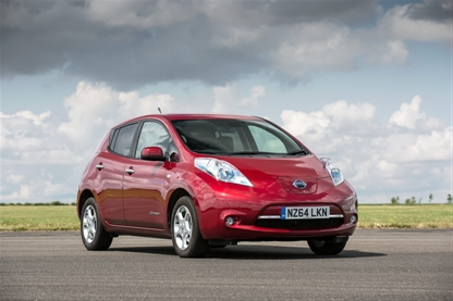125156-10-5_Nissan_leaf_Nissan