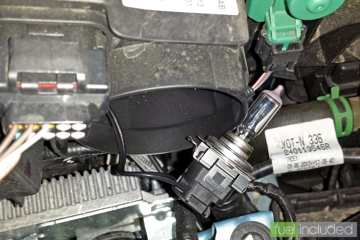 Changing The Headlamp Bulbs In A Renault Zoe My Renault