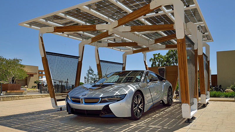 BMW i8 and Solar Car Port (Image: BMW)