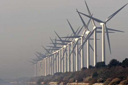Wind farm in Europe (Image: EV World)