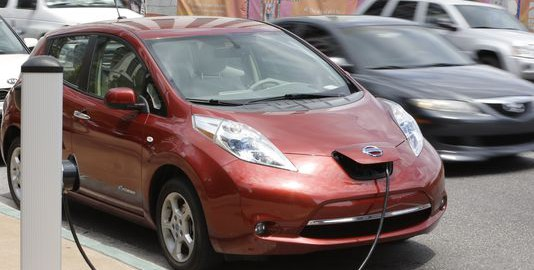 Despite falling gas prices, which made hybrids and electric vehicles less attractive, sales of the Nissan Leaf rose 35% through November.(Image: John Raoux/Associated Press)