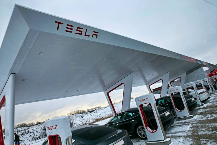 Tesla's Largest Supercharger In Europe…And Check Out That Solar Canopy