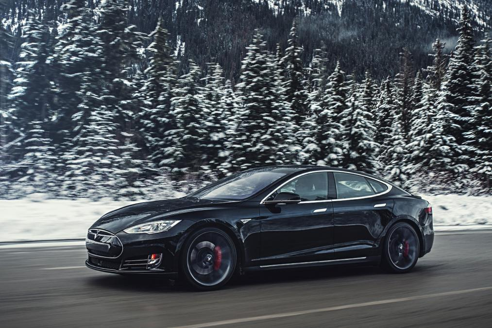 Tesla Model S P85D (Image: AutoExpress)