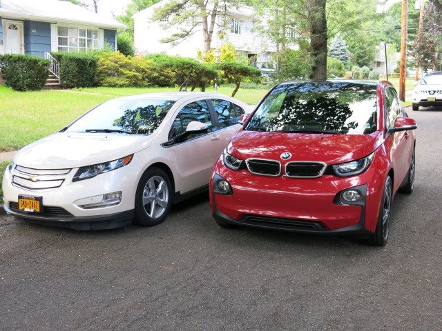 2014 BMW i3 REx vs Chevrolet Volt comparison (Image: D Noland/T Moloughney)