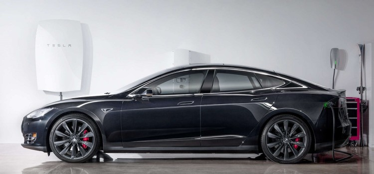 The Tesla Model S And The Powerwall (Image: Tesla)