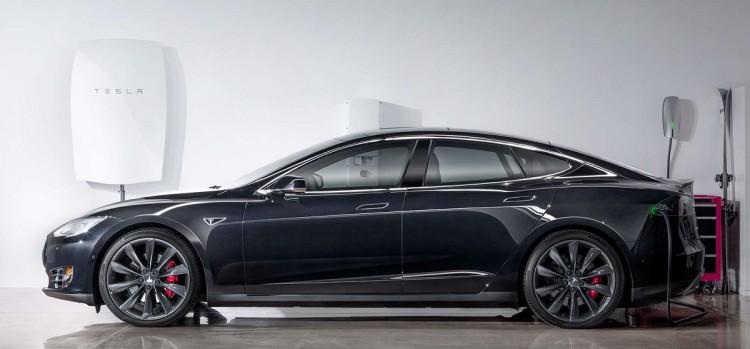 The Tesla Model S And The Powerwall (Image: Tesla)