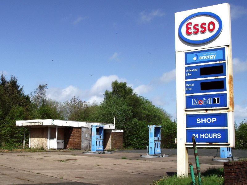 The derelict Crowood Petrol Station next to the dual carriageway on the Cumbernauld Road as you enter the wee town of Chryston on the edge of Glasgow (Image: byronv2 via Flickr)