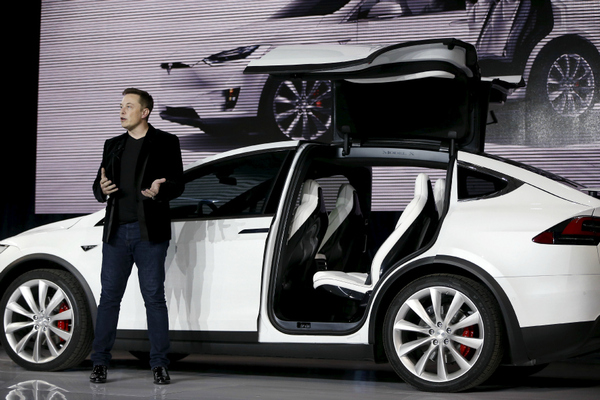 Tesla Motors CEO Elon Musk introduces the falcon-wing door on the Model X electric sports-utility vehicles during a presentation in Fremont, Calif., Sept. 29, 2015 (Image: S. Lam/Reuters)