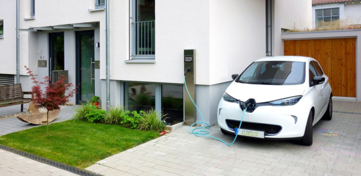 Renault Zoe Benefits From Free Home Fast Charger A New