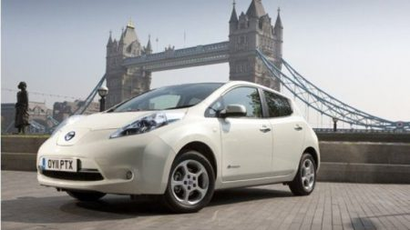 Nissan Leaf by Tower Bridge, London