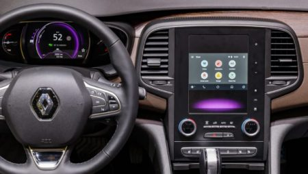 Renault partners with Waze to enhance driver's experience