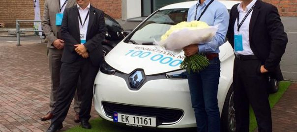 Renault has handed over the keys to its 100,000th electric car, a ZOE (Image: Renault)
