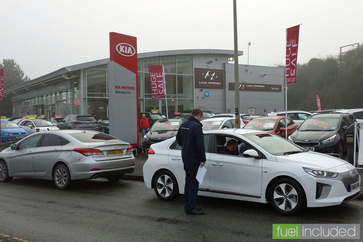 Hyundai Ioniq Electric Handover (Image: T. Larkum)