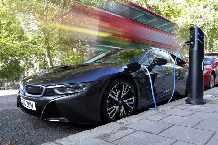 BMW i8 on charge (Image: Chargemaster)