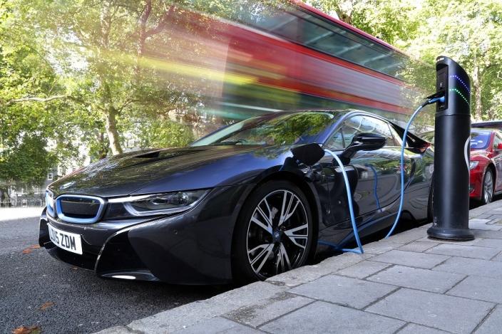 BMW i8 on charge (Image: Chargemaster)