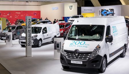 New Renault Master ZE Electric Van with Kangoo ZE Electric Van behind (Image: Renault)