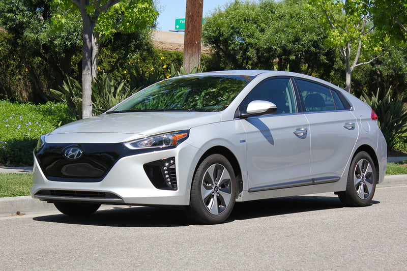 2017 hyundai ioniq electric review a new angle on energy. Black Bedroom Furniture Sets. Home Design Ideas