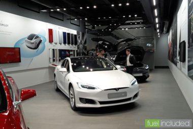 White Tesla Model S (Image: T. Larkum)
